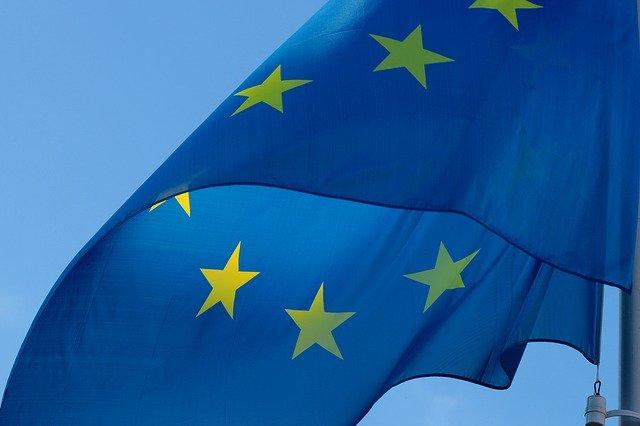 Stále více zaměstnanců v EU používá firemní mobilní zařízení