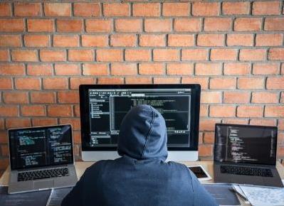 Hrozby na internetu: jak se jim bránit?