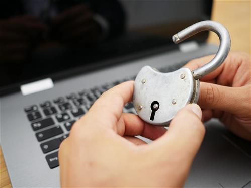 Pomáhají učitelům chránit děti na internetu
