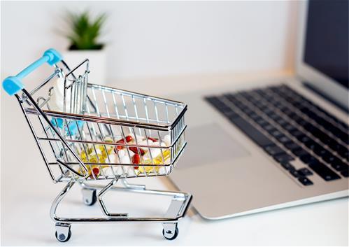 Léky přes internet Češi příliš nekupují, informace o zdraví hledá však každý druhý