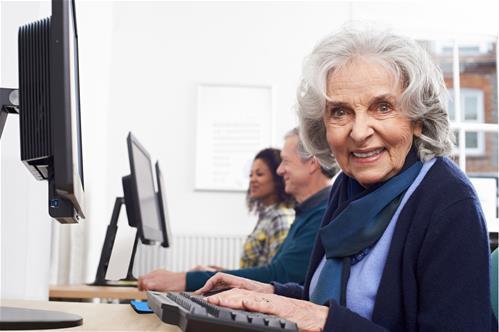Rozhovor na téma vzdělávání seniorů v digitálních dovednostech